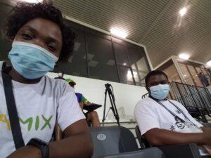 Distanciation sociale dans les gradins au stade de la Réunification de Douala. Crédit Photo: Armelle Sitchoma